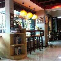 Photo taken at Coffee Holic by Jom-apin S. on 7/13/2013