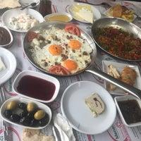 Foto tomada en ÇAKIR Menemen & Kahvaltı Salonu por Nagihan A. el 4/8/2018