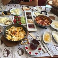 Foto tomada en ÇAKIR Menemen & Kahvaltı Salonu por Nagihan A. el 7/2/2018
