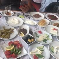 Foto tomada en ÇAKIR Menemen & Kahvaltı Salonu por Nagihan A. el 6/21/2018