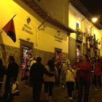 Foto tomada en La Ronda por Quito Tour Bus el 1/12/2013