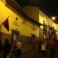 Foto tomada en La Ronda por Quito Tour Bus el 2/16/2013
