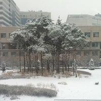 Photo taken at 건국대학교 수의과대학 (Konkuk University - College of Veterinary Medicine) by Moses L. on 12/7/2012