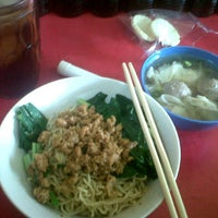 Photo taken at Mie Ayam Banyumas by Josephine Y. on 1/26/2013