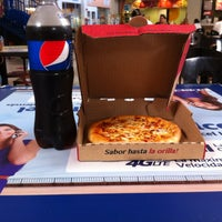 Photo taken at Pizza Hut by Arturo V. on 8/26/2014