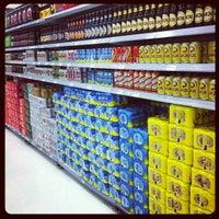 Foto tirada no(a) Supermercado Angeloni por Eduardo C. em 9/3/2013