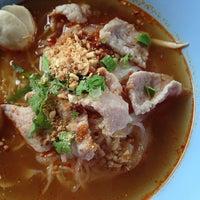 Photo taken at ก๋วยเตี๋ยวแชมป์ @ตรงข้าม เพื่อนครัว หนองหอย by kevalin w. on 7/29/2014
