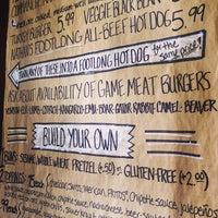 Das Foto wurde bei Twisted Root Burger Co. von Odin C. am 10/31/2013 aufgenommen