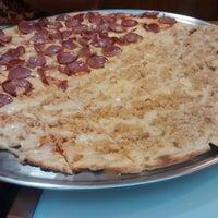 Foto tirada no(a) Mister Pizza por Luanny L. em 6/18/2014