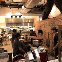 Photo prise au Matchbox Vintage Pizza Bistro par Rakan A. le7/15/2018