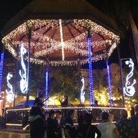 รูปภาพถ่ายที่ Plazuela Machado โดย Tannya C. เมื่อ 12/23/2012