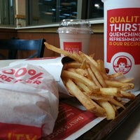 Photo taken at Wendy's by Annmarie H. on 12/6/2012