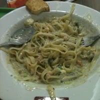 Foto tirada no(a) Spoleto Culinária Italiana por Kelly R. em 3/9/2013