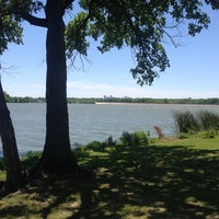 Foto tirada no(a) White Rock Lake Bike & Hiking Trail por Rob J. em 5/4/2013