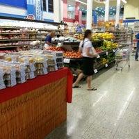 Foto tirada no(a) Supermercados Yamauchi por Felipe M. em 2/14/2013