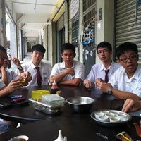 Photo taken at 奇香肉骨茶 by Kuang Y. on 10/7/2013