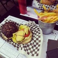 Foto scattata a Tizzy's NY Bar & Grill da Aigerim A. il 7/3/2013