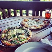 Foto diambil di Pizza Cala oleh Carlos M. pada 2/16/2013