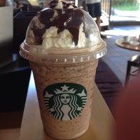 Foto tirada no(a) Starbucks por Jéssica P. em 3/4/2013