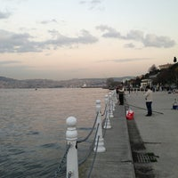 Foto tirada no(a) Yeniköy Sahili por Ozan C. em 3/11/2013