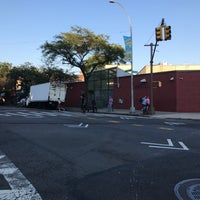 Foto scattata a Queens Library at Sunnyside da Jesse H. il 8/9/2018