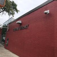 9/23/2018 tarihinde Jesse H.ziyaretçi tarafından Queens Library at Sunnyside'de çekilen fotoğraf