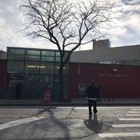 Foto tomada en Queens Library at Sunnyside por Jesse H. el 11/2/2017