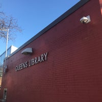Foto scattata a Queens Library at Sunnyside da Jesse H. il 12/26/2017