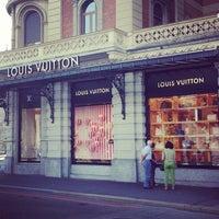 รูปภาพถ่ายที่ Louis Vuitton โดย Galina V. เมื่อ 8/16/2013