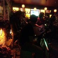 12/27/2013 tarihinde demet a.ziyaretçi tarafından Road House Bar'de çekilen fotoğraf