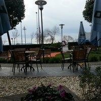 รูปภาพถ่ายที่ Caffè Nero โดย Suha O. เมื่อ 1/24/2013