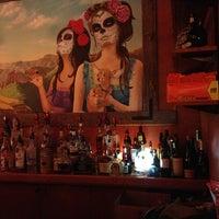 Foto tomada en Mucho Tequila And Tacos por DNKY p. el 5/18/2013