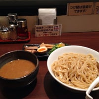 Photo taken at つけ麺らーめんダイニング 春樹 by 水無 灯. on 12/9/2013