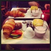 Das Foto wurde bei Café Tin Tin Tango von Aino H. am 4/13/2013 aufgenommen