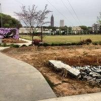 4/14/2013 tarihinde Gary R.ziyaretçi tarafından Atlanta BeltLine Corridor under Freedom Pkwy'de çekilen fotoğraf
