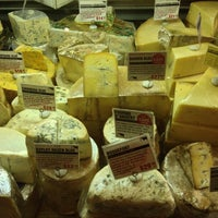 Photo prise au Murray's Cheese par Rob B. le5/12/2013