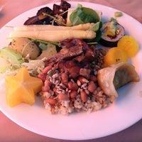 Das Foto wurde bei Lótus Restaurante Vegetariano von Edgar d. am 2/14/2013 aufgenommen