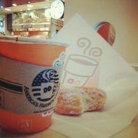 Photo taken at Dunkin' Donuts by Jasmine R. on 1/30/2013