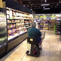 Photo taken at Giant Eagle Supermarket by Be r. on 7/22/2014