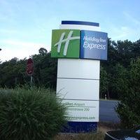 Photo taken at Holiday Inn Express by Chirantan M. on 7/19/2013