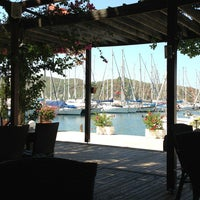 Foto diambil di Mod Yacht Lounge oleh Zeynep C. pada 8/10/2013