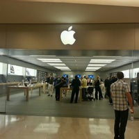 Photo taken at Apple RomaEst by Gani S. on 10/13/2012