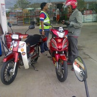 Photo taken at Esso by Ismarudin I. on 4/28/2013