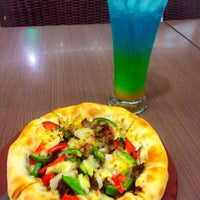 Photo taken at Pizza Hut by Harro (. on 9/3/2016
