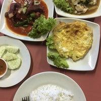 Photo taken at Tomyam Seafood BT2 by Rizal O. on 6/7/2018
