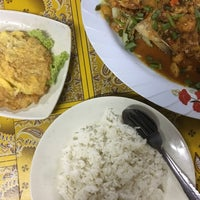 Photo taken at Tomyam Seafood BT2 by Rizal O. on 6/10/2018