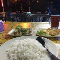 Photo taken at Tomyam Seafood BT2 by Rizal O. on 6/1/2018