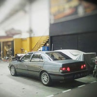 Photo taken at Checkpoint Auto Salon Cafe by iwan a. on 12/26/2015