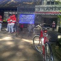 Photo taken at SMA Negeri 1 Bandung by iwan a. on 8/17/2014