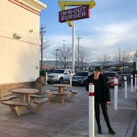 Photo taken at In-N-Out Burger by Mary R. on 12/29/2017